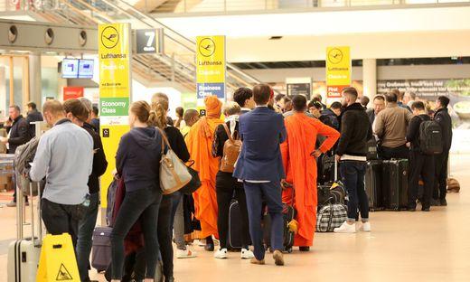 Wegen der Entschärfung einer Fliegerbombe ist es am Mittwochabend zu Behinderungen am Hamburger Flughafen gekommen