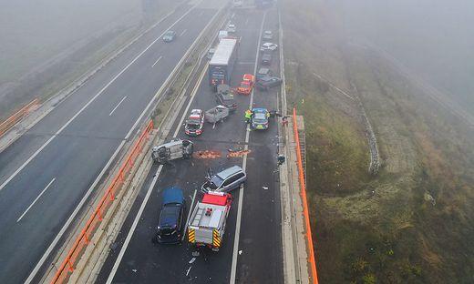 Massenunfall auf Autobahn