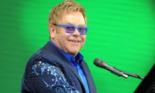 FILES-FRANCE-ENTERTAINMENT-BRITAIN-MUSIC-ELTON JOHN-US