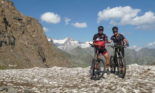Die Feuerwehrkameraden Karl Heinz Reinprecht und Christian Arzberger fuhren am Mountainbike von Mittenwald zum Monte Grappa