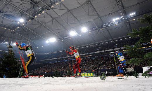 Skijäger im Fußballstadion