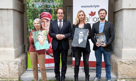 Barbara Frischmuth (mit dem Foto von Volha Hapeyeva), Hans Roth, Valerie Fritsch (mit dem Foto von Freda Fiala) und Andreas Unterweger