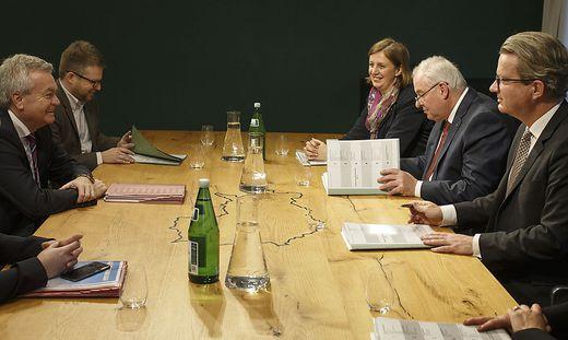 Die erste Verhandlungsrunde ging gestern in der Grazer Burg über die Runde