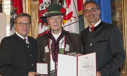 Die Landeshauptmänner Plattner und Kompatscher mit Nikolaus Riepler (Mitte)