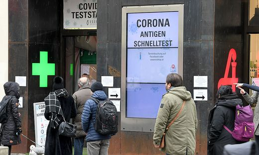 CORONA: LOCKDOWN-LOCKERUNGEN / COVID TEST