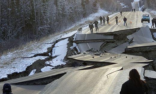 Starkes Erdbeben im Süden von Alaska - vorsorgliche Tsunamiwarnung