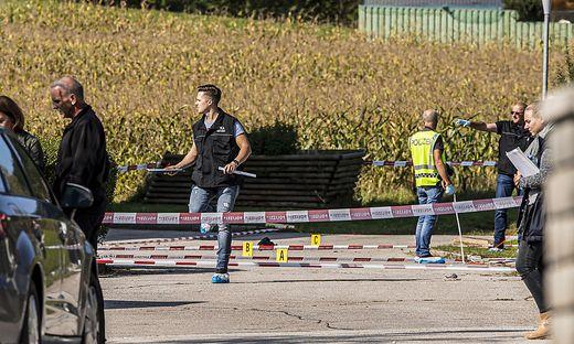 Die Spurensicherer des Landeskriminalamtes und Sprengstoffexperten haben stundenlang den Tatort in Guttaring durchsucht. Jetzt werden die Spuren analysiert