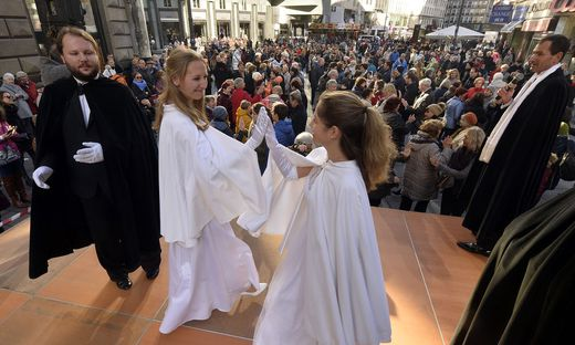 FASCHINGSBEGINN: QUADRILLE AM WIENER STEPHANSPLATZ