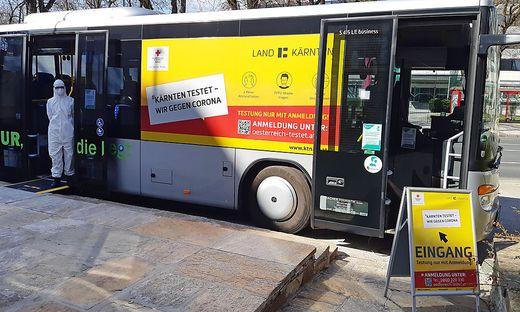 Zur Erhöhung der Kapazitäten sind seit Kurzem auch Testbusse im Einsatz