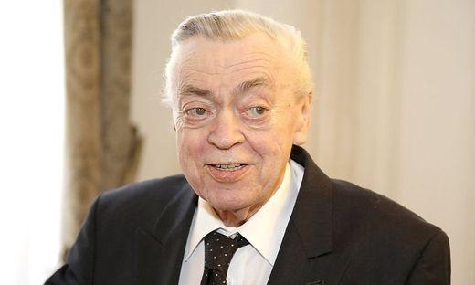 Klaus Ofczarek bei der Ernennung von Nicholas Ofczarek und Michael Maertens zu Kammerschauspielern i