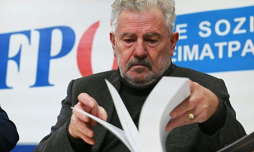 Mölzer mit dem FPÖ-Historikerbericht
