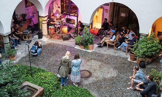 Musik und Literatur im Innenhof: Das sind die DonnerSzenen