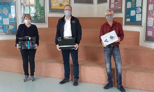 Pädagogin Gerlinde Stotter, Erwin Gauglhofer und Schulleiter Michael Persterer