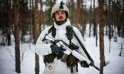 An den Rohstoffen in der Arktis sind viele Nationen interessiert, im Bild ein schwedischer Soldat