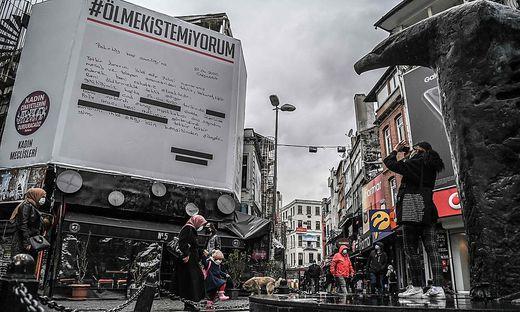 Istanbuler Protest gegen türkischen Austritt aus der Istanbul-Konvention zum Schutz von Frauen