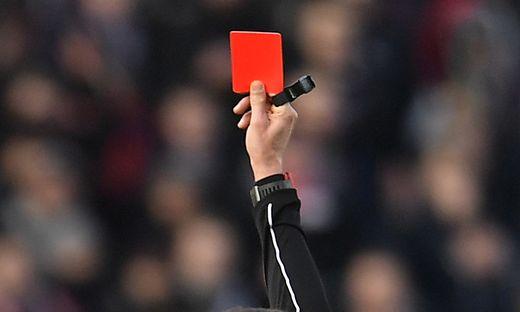Kurioses Missverständnis Fußballer sieht Rot - wegen seines Nachnamens