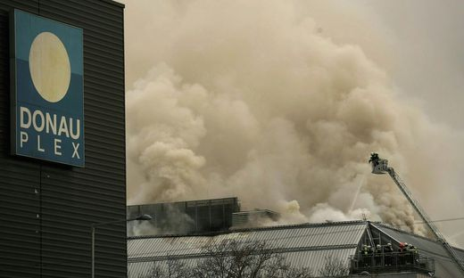 Großbrand im Donauzentrum