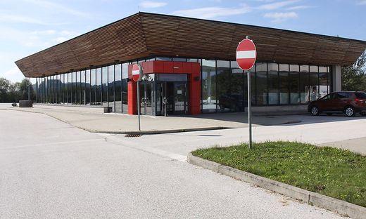 Die geschlossene Raststätte im Industriepark