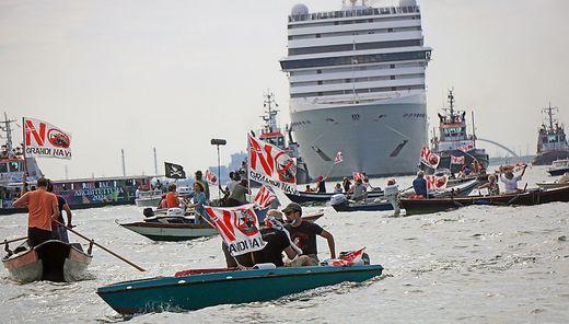 """Protest """"Nogradinavi"""" letzten Sonntag gegen Kreuzfahrtschiff in der Lagune von Venedig"""
