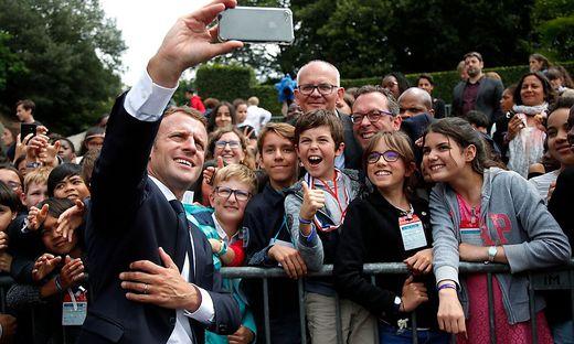 Frankreich: Emmanuel Macron weist Jugendlichen zurecht