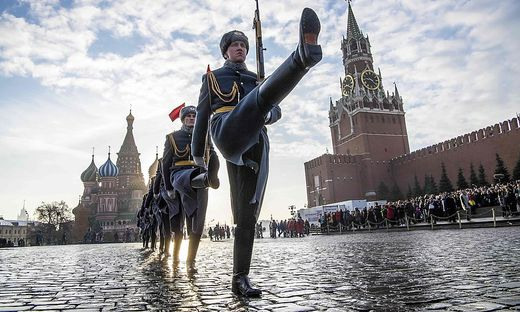 TOPSHOT-RUSSIA-HISTORY-WWII-PARADE