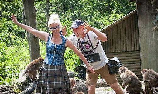 Svenja Gaubatz und Mitarbeiter Peter Jocham sucht Verstärkung für ihr Affenberg-Team