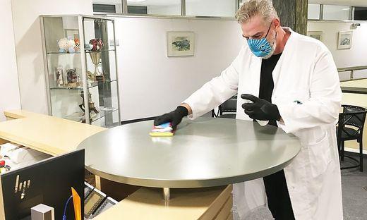 Das junge Unternehmen Mr. Clean & Dr. Hyg GmbH bietet eine hauchdünne Beschichtung an, die Oberflächen keimfrei hält