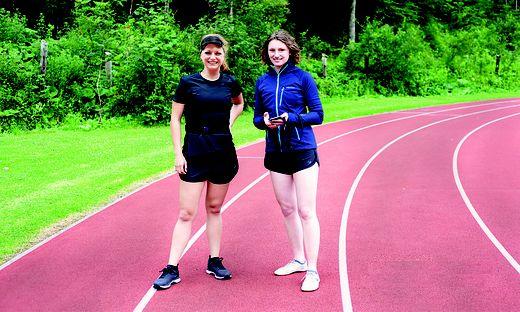 WaibroSports (im Bild links: Gründerin Katerina Sedlackova) entwickelt einen Navigationsgurt für sehbehinderte Menschen