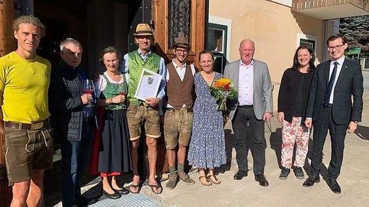 Die Familie Wenzel mit Gratulanten