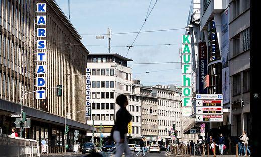 51ced81463 Milliarden-Zukauf: Benkos Signa übernimmt Galeria Karstadt Kaufhof ...
