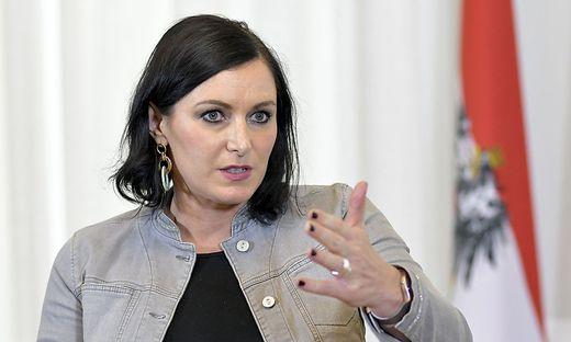 Elisabeth Köstinger (ÖVP), Ministerin für Nachhaltigkeit und Tourismus
