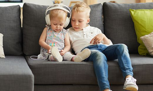 Die Folgen, wenn Kinder zu früh mit Handys spielen