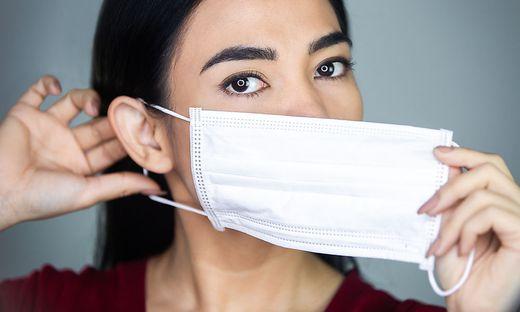 Kommt die Lockerung der Maskenpflicht zu früh?