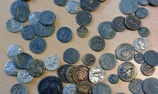 Antike Münzen und Artefakte im Wert von 40.000 Euro waren großteils in Zigarettenschachteln verpackt