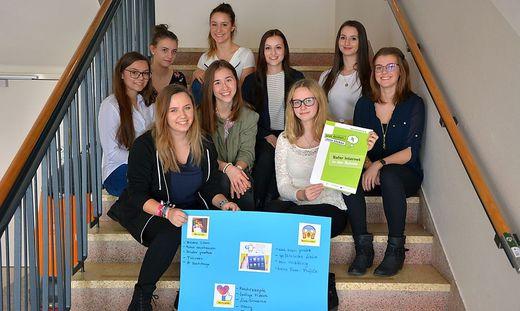 Schülerinnen der HAK-Völkermarkt gaben ihr Wissen den jüngeren NMS-Schülern weiter
