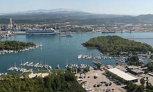 Nahe Monfalcone, mit Blick auf den Golf von Triest, liegt der Jachthafen Marina Hannibal