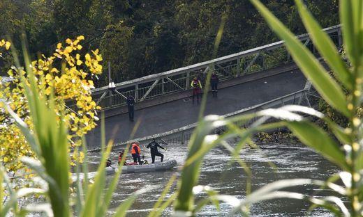 TOPSHOT-FRANCE-ACCIDENT-TRANSPORT-BRIDGE