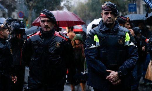 Wahrscheinlich Neuwahlen im Januar in Katalonien - und lange Schlangen vor Geldautomaten