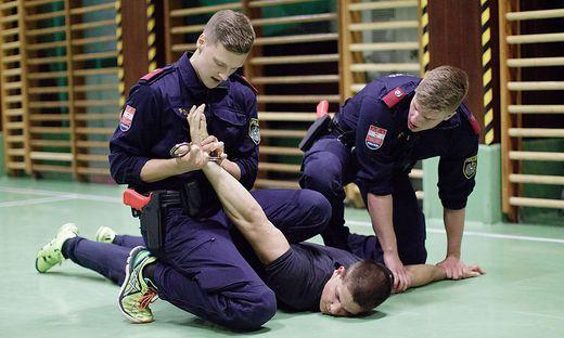 Polizeischüler im Training