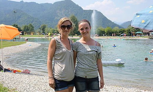 Tamara Treitler und Ronja Edlinger wissen um die meteorologische Berühmtheit von Mooslandl