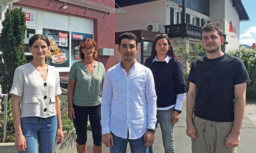 Ali Ahmed Amiri mit Unterstützern: Anna Sudy, Marianne Müller-Triebl, Heike Schmidt und Christian Schmidt