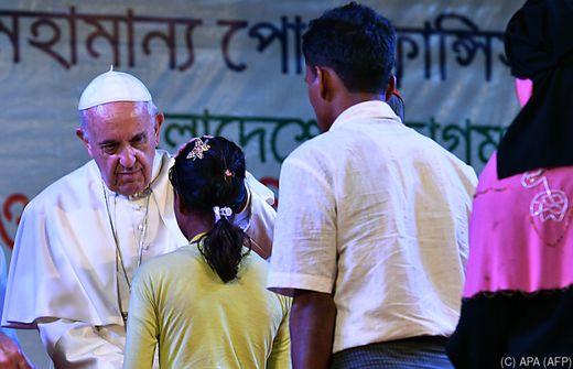 Papst Franziskus trifft in Bangladesch doch noch Rohingyas