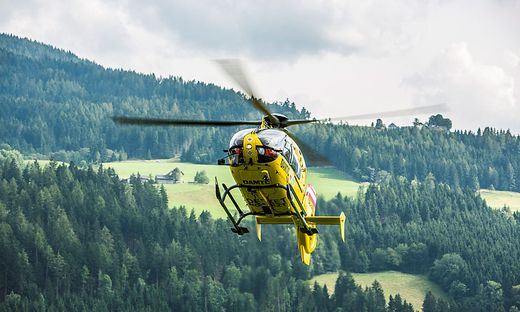 Ein Arbeiter wurde bei Hangsicherungsarbeiten im Lesachtal schwer verletzt. Der Mann wurde mittels Seil vom Hubschrauber geborgen (Symbolfoto)