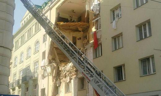 EXPLOSION IN WIEN - MEHRST�CKIGES WOHNHAUS TEILWEISE EINGEST�RZT
