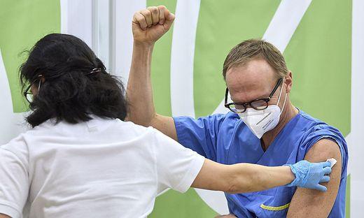 So bejubelte Christoph Wenisch, Leiter der Infektionsabteilung in der Wiener Klinik Favoriten, seine Impfung