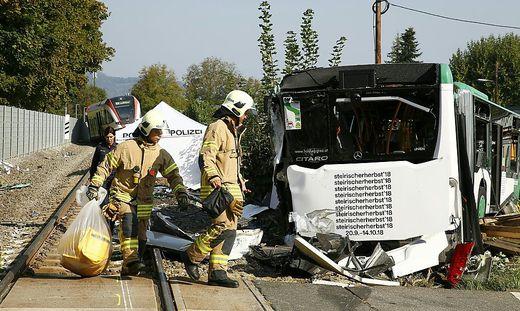 Am 18. September kollidierte ein Bus mit einem Zug