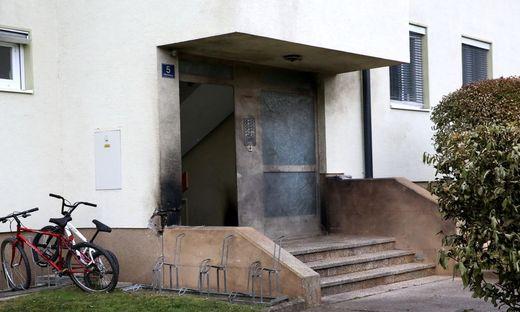 Vor dem Wohnhaus kam es zu dem Sprengstoffanschlag