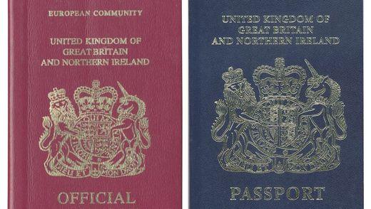Roter und blauer britischer Reisepass