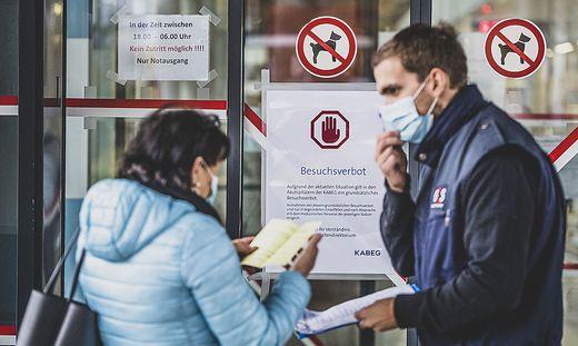 Beginn Besuchsverbot in Krankenhaeusern und Pflegeheimen Klagenfurt November 2020