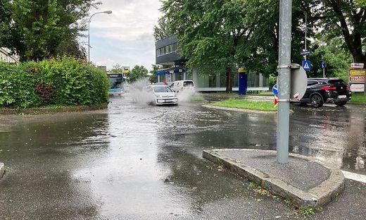 Plötzlich war das Wasser da - wie hier in der Feschnigstraße in Klagenfurt